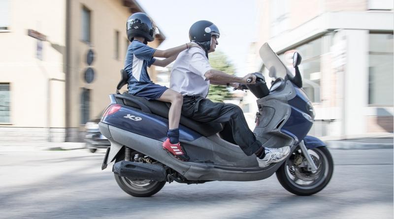 Couple sur une moto